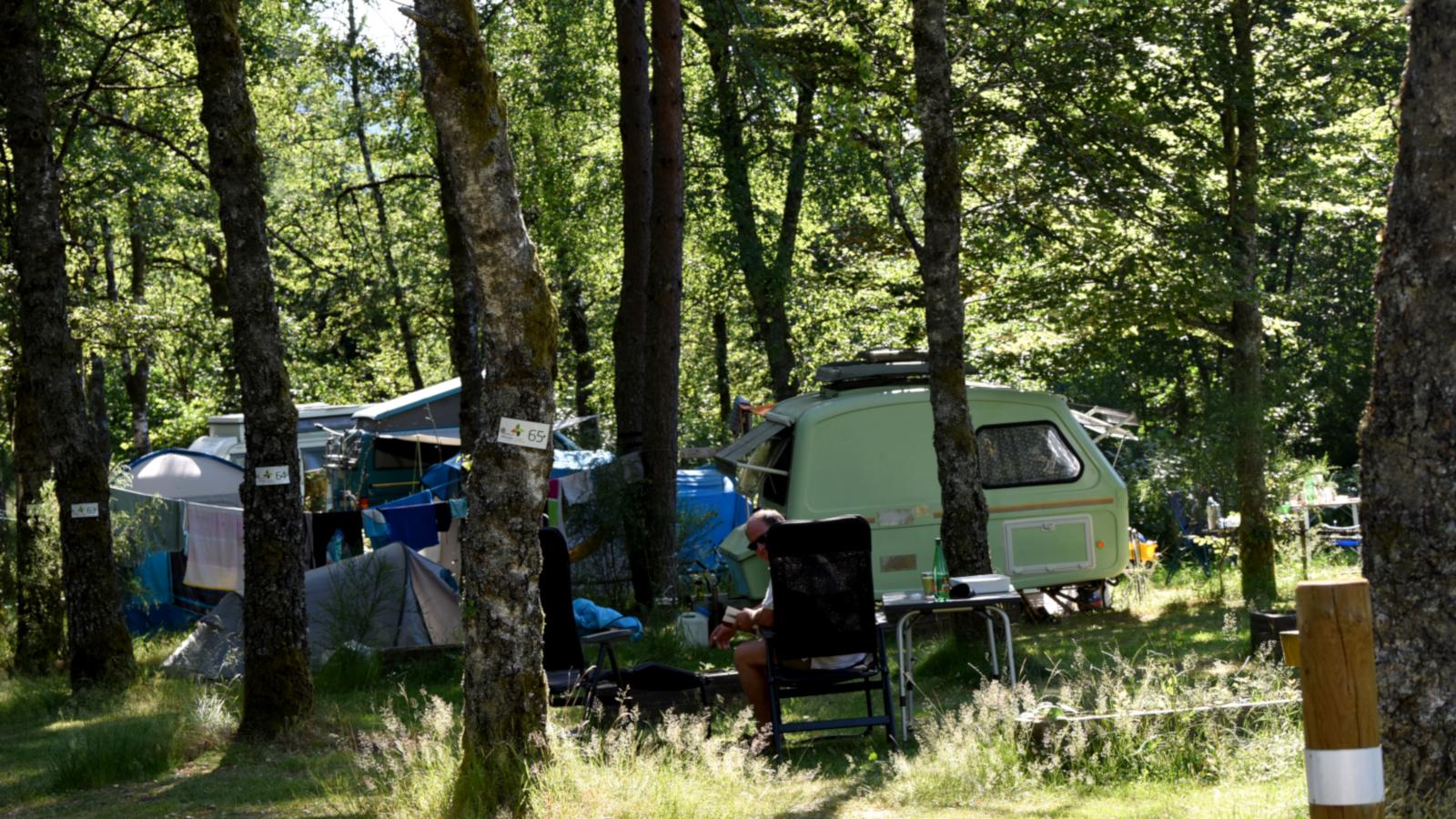 Le camping du Mettey comprend 80 emplacements disponibles du 1er avril au 30 septembre.