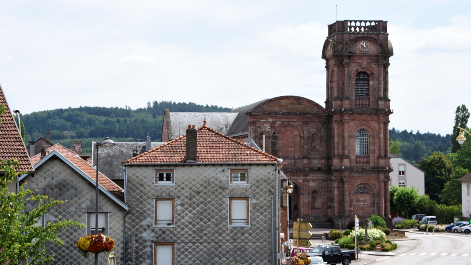 L'abbaye d'Etival-Clairefontaine a croisé le chemin de sainte Odile et de Richarde, Impératrice et Reine de France.