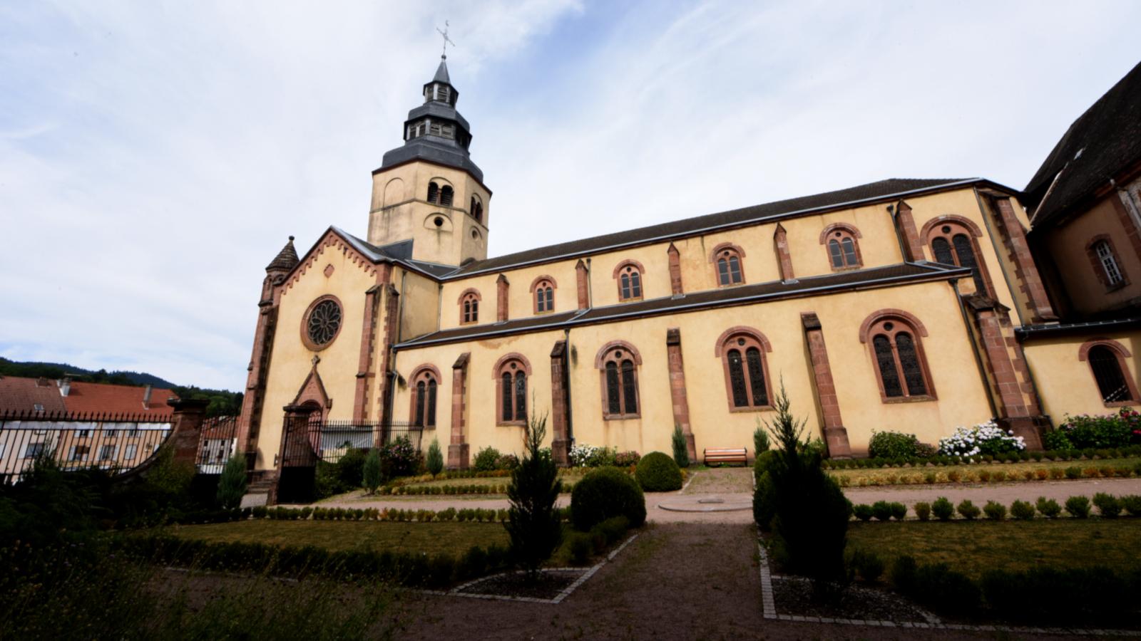 Au cœur de la ville, l'abbaye de Senones se découvre toute l'année, seul ou accompagné.