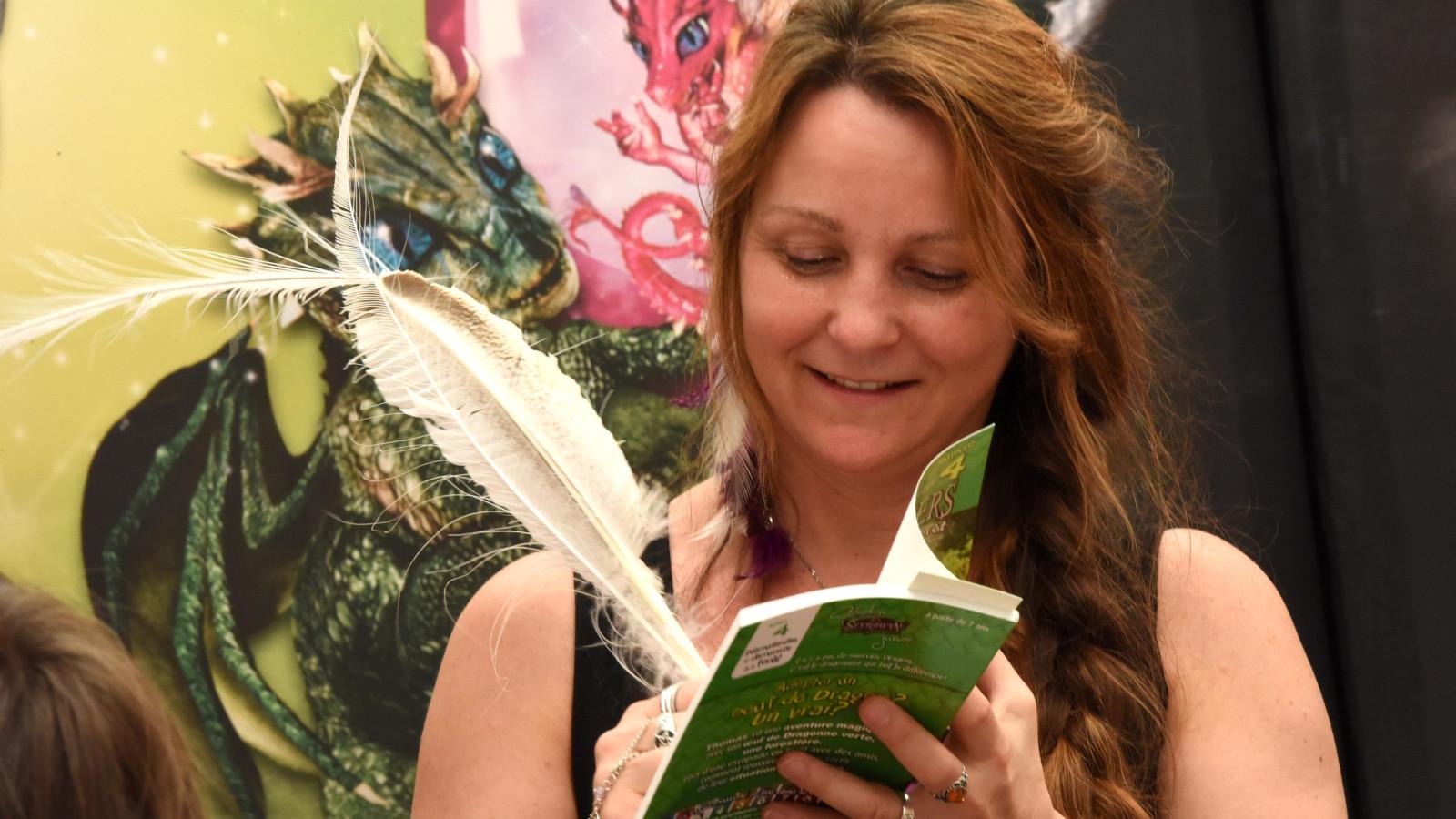 A la plume ou au stylo, les auteurs ne manquent pas d'imagination pour dédicacer leurs ouvrages.